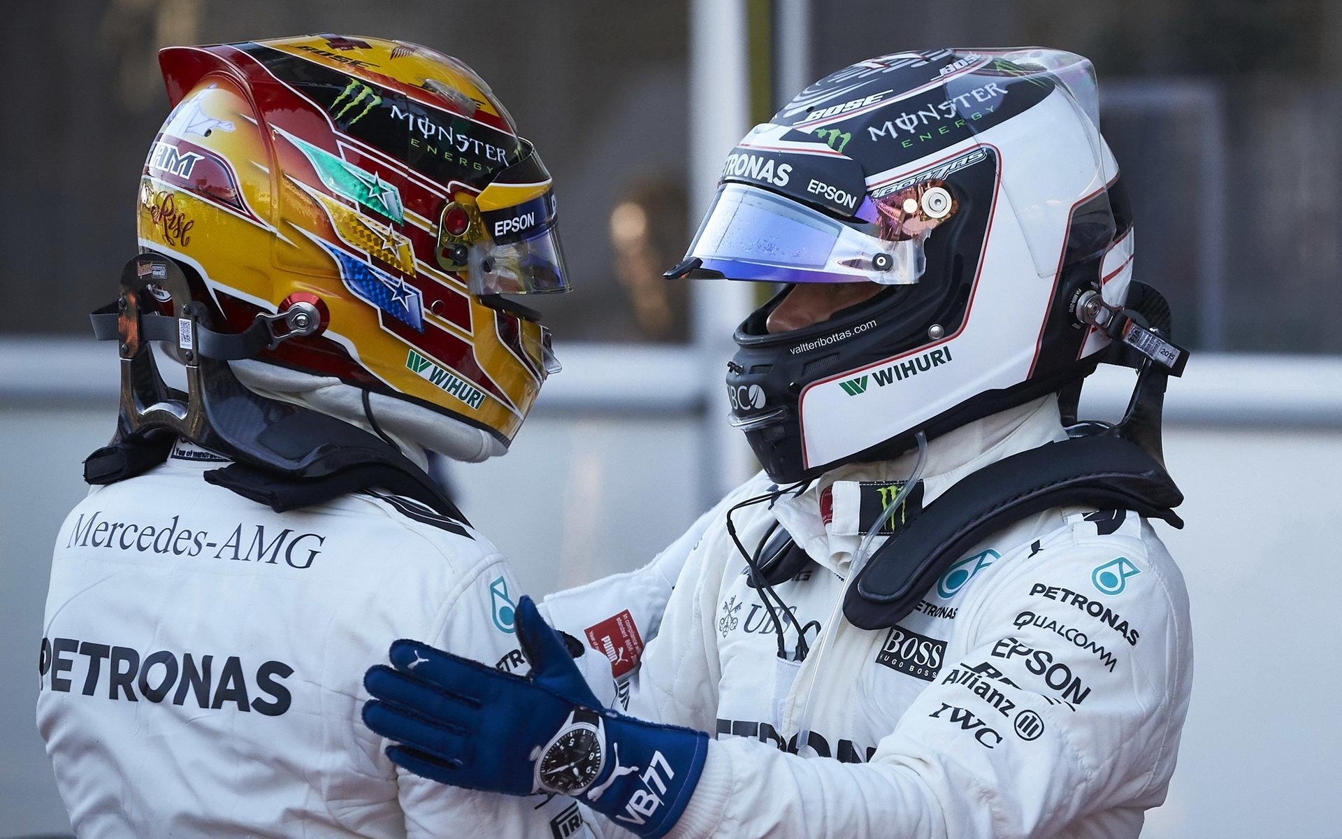 Hamilton vede v počtu vítězství nad Bottasem 3:2