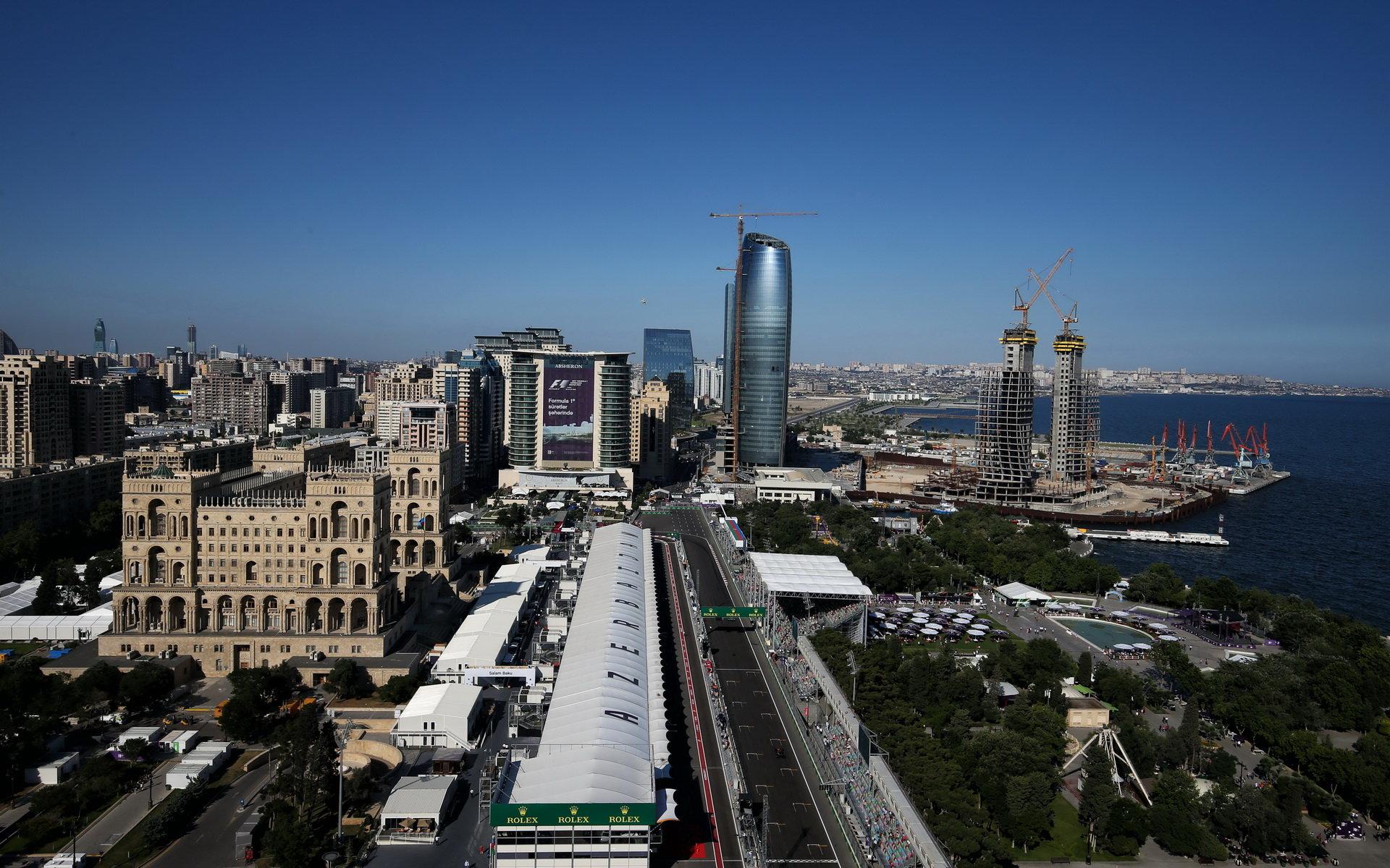 Městský okruh v Baku obsahuje nejdelší rovinku ze všech letošních okruhů - měří 2,2 km