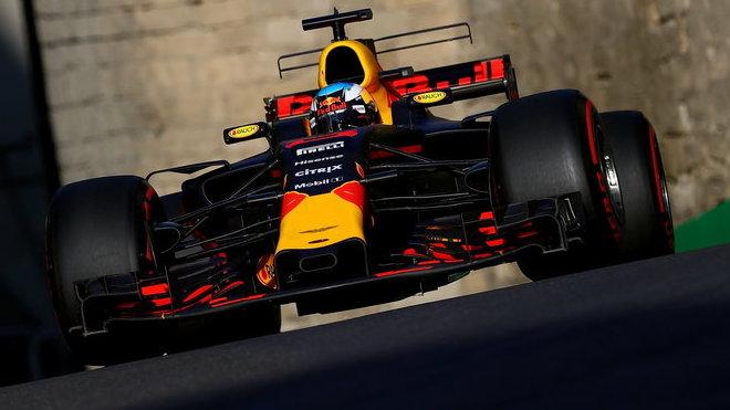 Daniel Ricciardo na cestě za vítězstvím v Ázerbájdžánu