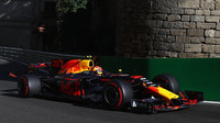 Max Verstappen v závodě v Baku
