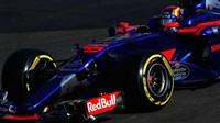 Carlos Sainz v závodě v Baku