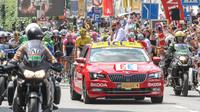Škoda Superb v čele závodu Tour de France