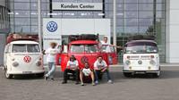 Fanoušci historických vozů Transporter z Malajsie navštívili továrnu v Hannoveru