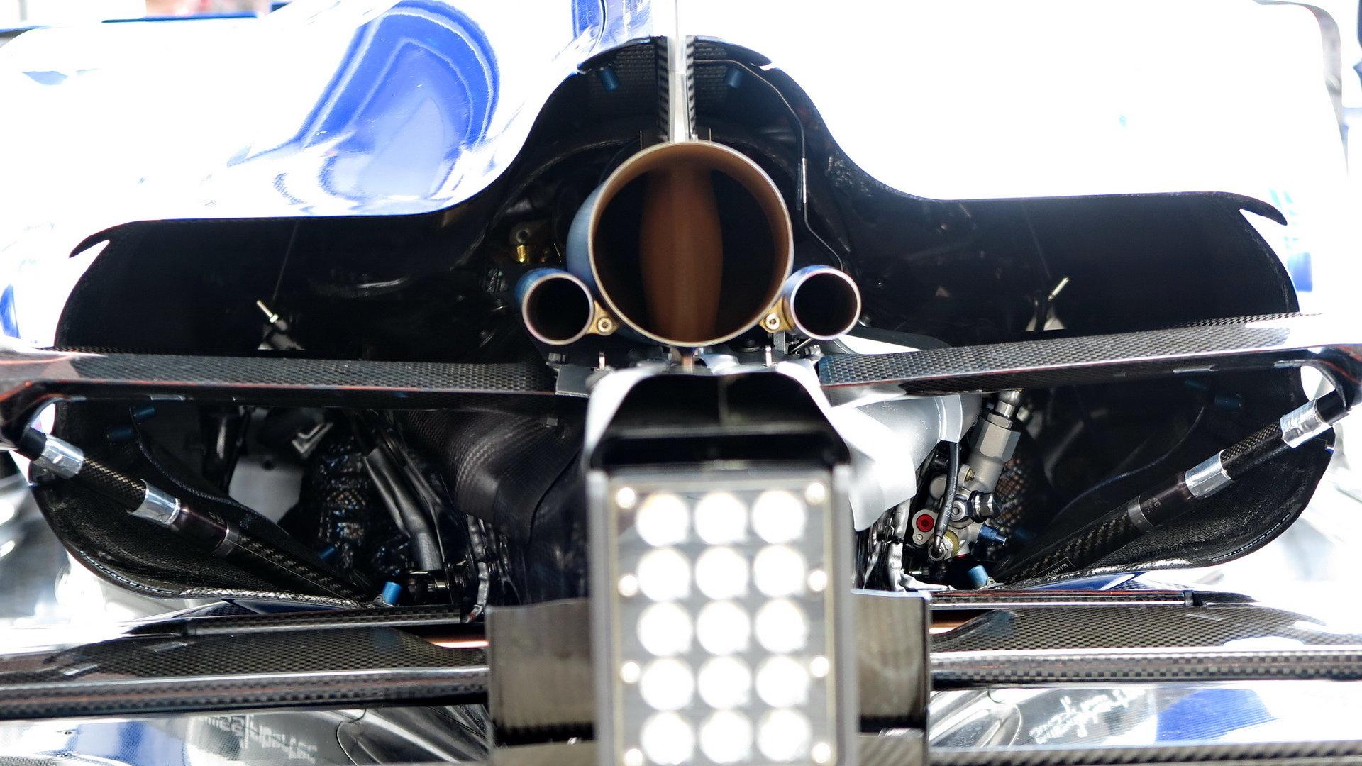 Pohled do útrob Sauberu C35, který pohání loňský motor Ferrari