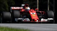 Podaří se Ferrari v Maďarsku porazit Mercedes? Vettel očekává