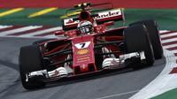 Kimi Räikkönen při pátečním tréninku v Rakousku