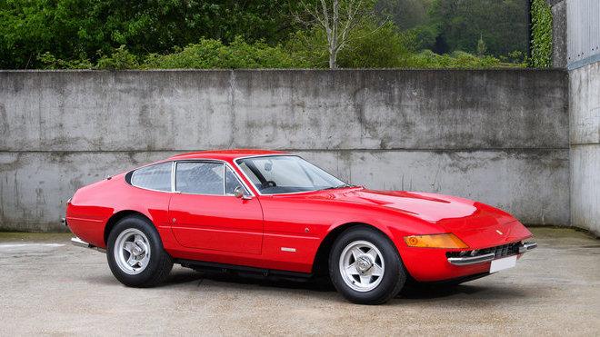 Tohle Ferrari 365 GTB/4 Daytona kdysi vlastnil Sir Elton John