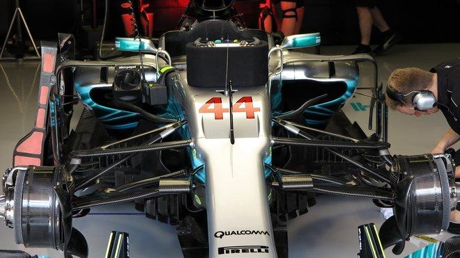 Vstupní otvory bočnic Mercedesu