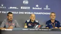 Páteční tisková konference v Rakousku