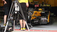 Čtvrteční přípravy v pitlane před závodním víkendem v Rakousku