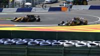 Romain Grosjean a Sergej Sirotkin při pátečním tréninku v Rakousku