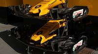 Dva odlišné přední křídla vozu Renault RS v Rakousku