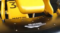 Detail předního křídla vozu Renault RS v Rakousku