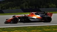Fernando Alonso při pátečním tréninku v Rakousku