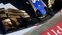 Detail předního křídla vozu Sauber C36 - Ferrari v Rakousku