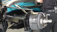 Přední zavěšení kol vozu Mercedesu v Rakousku