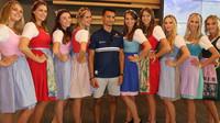 Sobotní přípravy a focení s pitbabes nevynechal ani Pascal Wehrlein v Rakousku