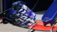 Přední křídlo vozu Toro Rosso v Rakousku