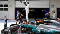 Valtteri Bottas se raduje z vítězství v závodě v Rakousku