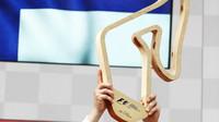 Vítězná trofej Valtteriho Bottas po závodě v Rakousku