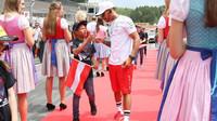 Lewis Hamilton při prezentaci před závodem v Rakousku
