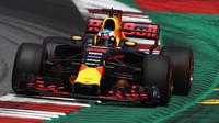 Ricciardo předčí Ferrari i Mercedesy, McLareny v první osmičce, Giovinazzi vůz Haasu rozbil - anotační foto