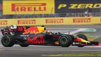 Max Verstappen s Red Bullem RB13 v Silverstone