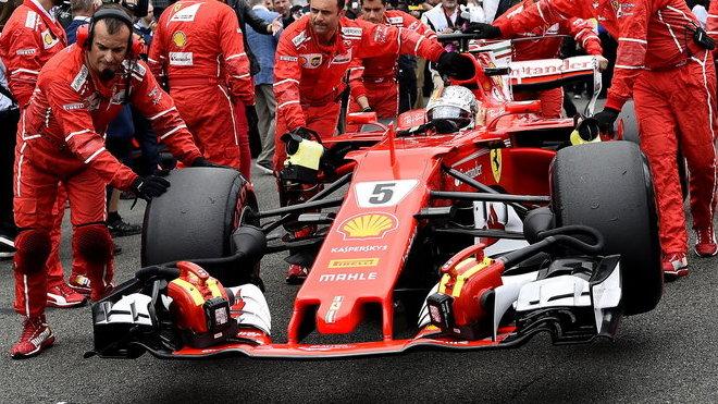 Sebastian Vettel kvůli problémům s pneumatikami skončil v Británii až sedmý
