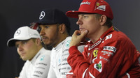 Kimi Räikkönen, Lewis Hamilton a Valtteri Bottas na tiskovce po závodě v Silverstone