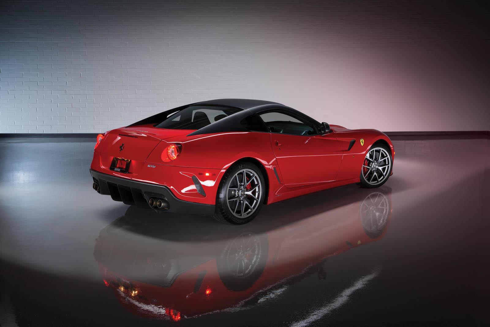 Do aukce míří fascinující sbírka 13 vozů Ferrari