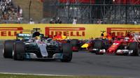 Lewis Hamilton v závodě v Silverstone