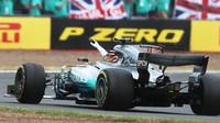 Lewis Hamilton jako vítěz po závodě v Silverstone