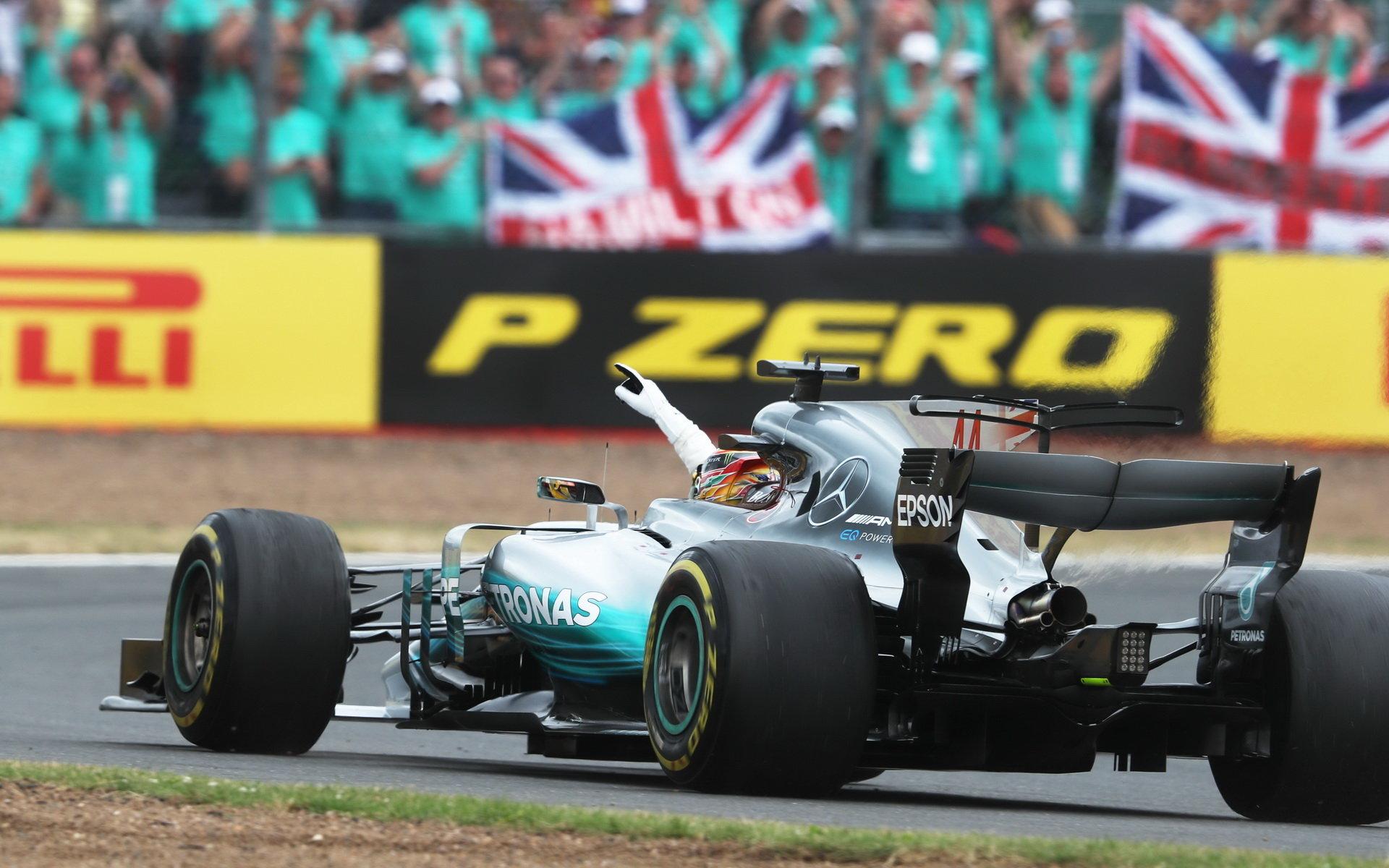 Lewis Hamilton po vítězství ve Velké ceně Británie
