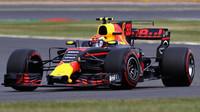 Max Verstappen v závodě v Silverstone