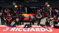 Daniel Ricciardo v závodě v Silverstone