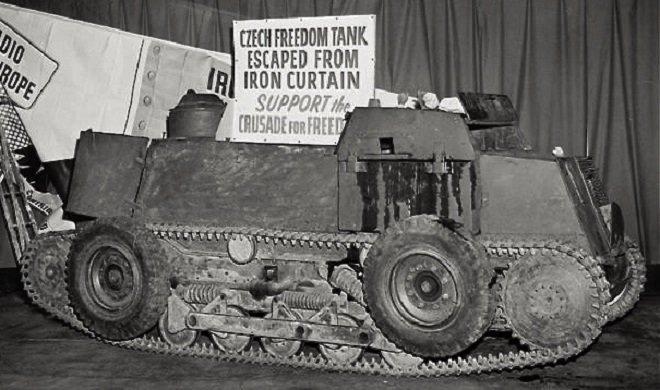 """Podomácku upravený transportér RR-7 se stal ve světě známý pod názvem """"Tank svobody"""""""