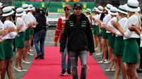 Sergio Pérez a Sebastian Vettel při prezentaci před závodem v Silverstone