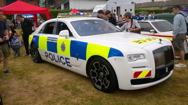 Policejní Rolls-Royce Ghost Black Badge