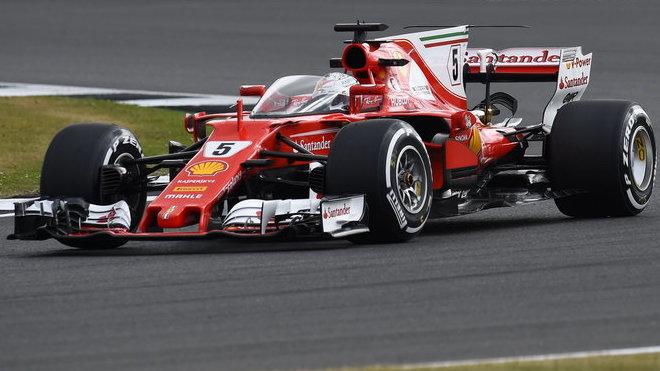 Sebastian Vettel při testu ochranného štítu v Silverstone