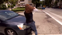 Kaskadérka Tammie Baird ukazuje jak minimalizovat následky autonehody