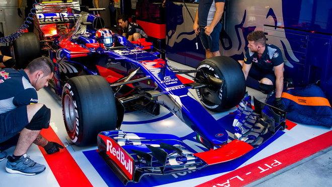 Daniil Kvjat s vozem Toro Rosso STR12 v Maďarsku
