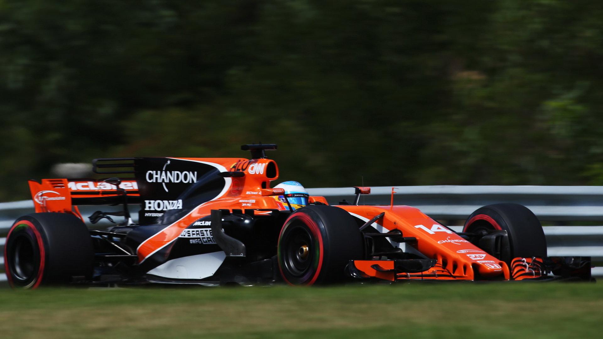 Fernando Alonso s McLarenem MCL32 na Hungaroringu
