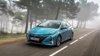 """Jedním z oblíbených """"dostupných"""" vozů mezi miliardáři bývá často hybridní Toyota Prius"""