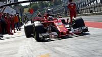 Leclerc ujel první kilometry s letošním Ferrari SF71H, Pirelli řeší přílišné šetření pneumatik - anotační obrázek