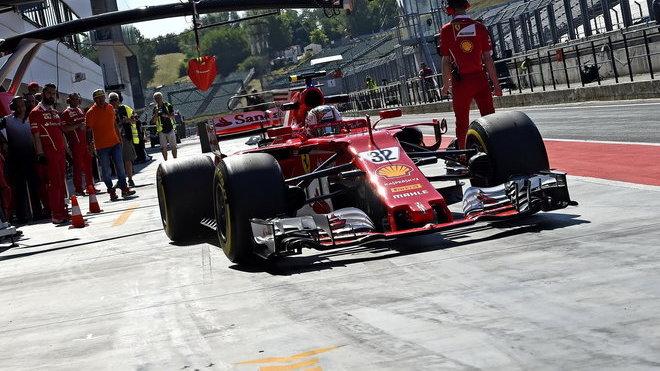 Charles Leclerc během loňských testů Ferrari v Maďarsku