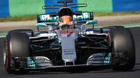 George Russell testuje první den vůz Mercedes F1 W08 EQ Power+ v Maďarsku
