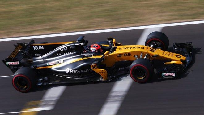 Robert Kubica s Renaultem RS17 během testování v Maďarsku