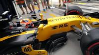Robert Kubica s Renaultem RS17 vyráží do akce