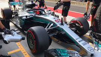 "George Russel druhý den testů s Mercedesem a s ochranou kopkitu typu ""Halo"""