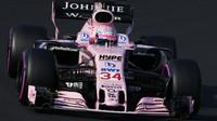 Lucas Auer testuje druhý den vůz Force India VJM10 - Mercedes v Maďarsku